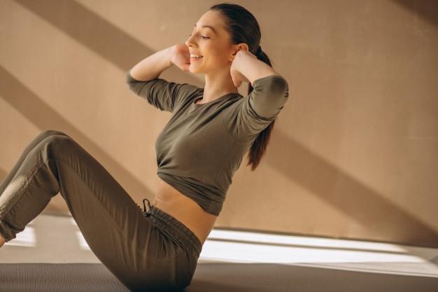 frau praktizieren yoga foto | [%praktizieren yoga