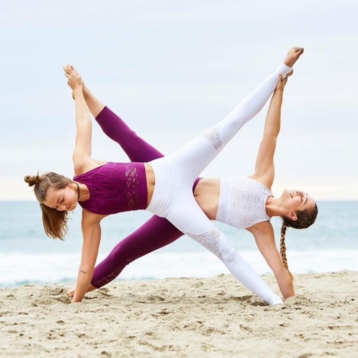 best yoga poses voor 2 photos