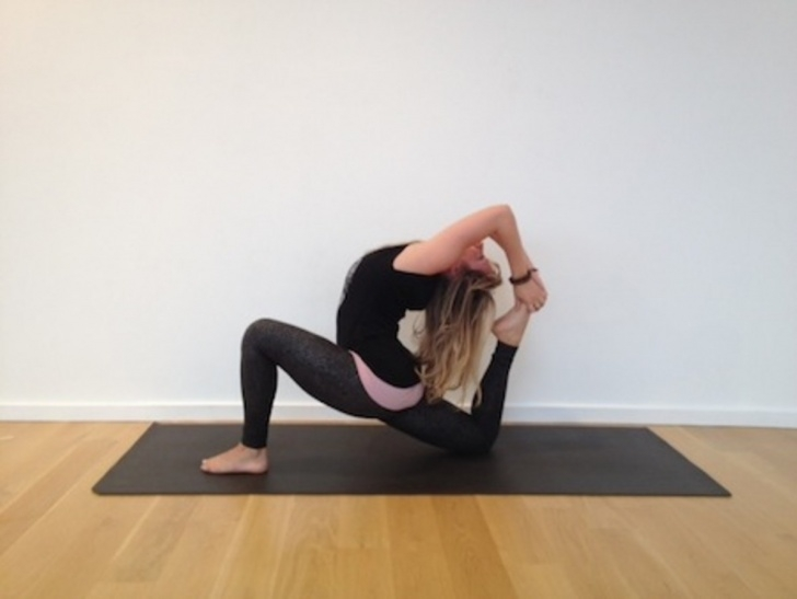 fun and easy yoga poses eka pada rajakapotasana 2 photos