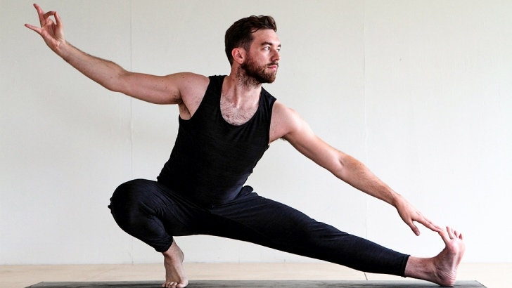 must know yoga poses men picture